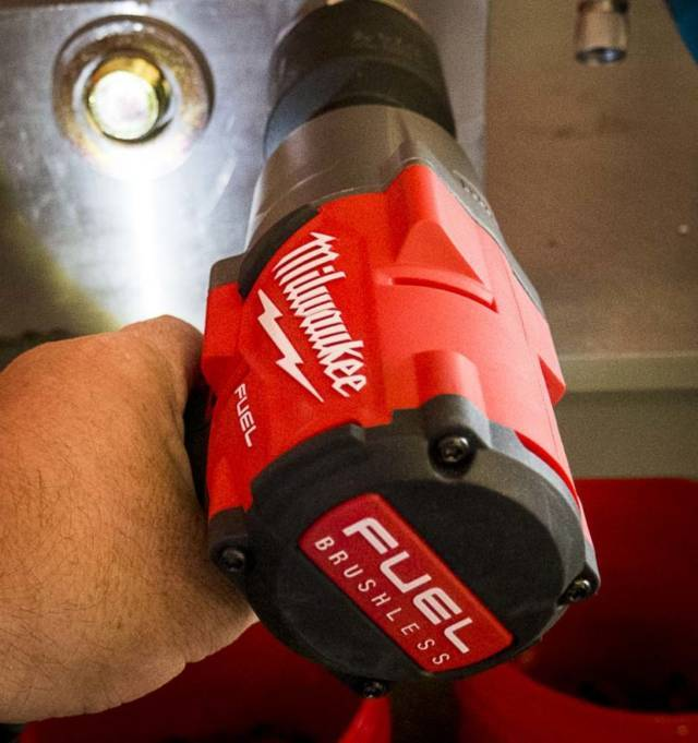 What's better electric or air impact wrench